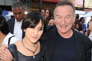 Zelda Williams ricorda il padre Robin nel giorno del suo compleanno con una donazione speciale