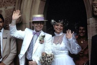 """Elton John racconta dell'ex moglie nel suo libro, lei gli fa causa per 3 milioni: """"È sotto shock"""""""
