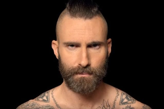 Adam Levine nel video di Memories