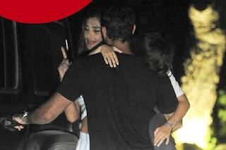 Belen Rodriguez a Ibiza con Gianmaria Antinolfi, la foto in cui lui tiene in braccio Santiago