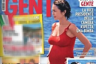 Mara Carfagna aspetta la prima figlia: le foto al mare col pancione