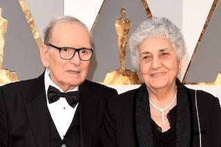 """Ennio Morricone e la moglie Maria Travia, un amore lungo 70 anni: """"È stata brava a sopportarmi"""""""