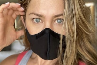 """Jennifer Aniston: """"Indossate quella stramaledetta mascherina"""""""