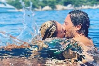 """Ilary Blasi bacia Francesco Totti ma lui stronca ogni romanticismo: """"Sembravi un piranha!"""""""