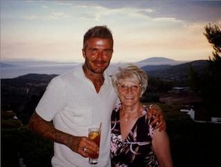 """David Beckham in vacanza in Grecia con la mamma: """"Momenti bellissimi insieme, ti voglio bene"""""""