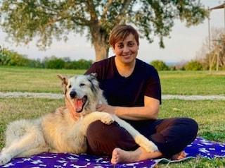 """Benedetta Rossi piange il suo cane Nuvola: """"Da lui ho imparato l'amore puro, lo porterò con me"""""""