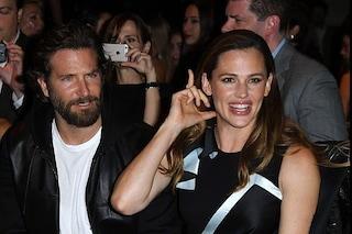 Jennifer Garner e Bradley Cooper beccati al mare insieme, anche lei sarebbe tornata single