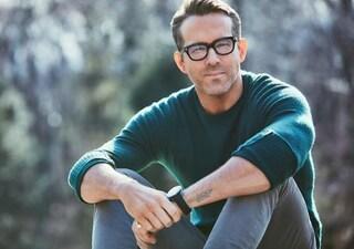 """Ryan Reynolds ai ragazzi: """"Il Covid fa ancora molte vittime. Spero che non uccidiate mia mamma"""""""
