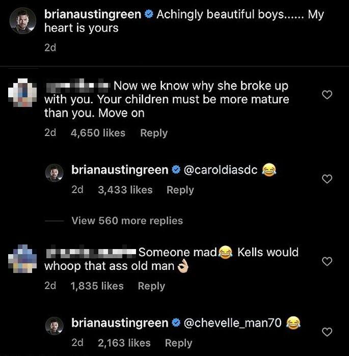 I commenti sotto l'album di foto di Brian Austin Green
