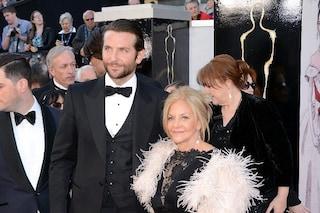 """Bradley Cooper: """"Chiuso in casa da mesi: mia madre ha una sacca da colostomia, Covid pericoloso"""""""