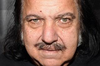 Ron Jeremy, 20 nuove accuse di stupro per la star del porno: rischia fino a 250 anni di carcere