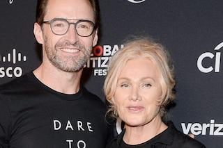 "Hugh Jackman gay? La moglie Deborra-Lee Furness: ""Falso, è come dire che Elton John è etero"""