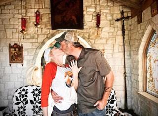 """""""Mi hai salvato la vita"""": Gwen Stefani e Blake Shelton si sposano, la foto del prezioso anello"""