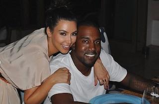 "Quando Kim Kardashian aiutava Kanye West malato di Covid: ""Ero spaventata, usavo guanti e visiera"""