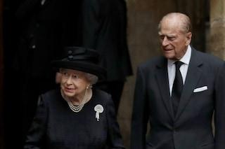 """La regina Elisabetta e principe Filippo pronti per il vaccino: """"D'esempio per chi non vuole farlo"""""""