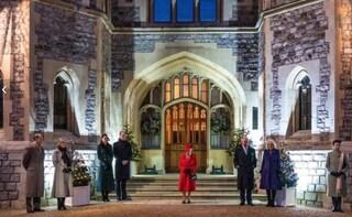 La foto dei Reali uniti per la prima volta, preoccupa l'assenza del principe Filippo