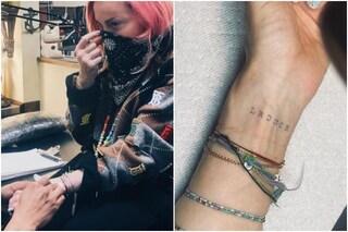Madonna si tatua per la prima volta a 62 anni
