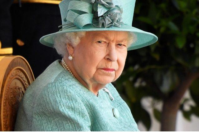 Nuovo scandalo sessuale investe la regina Elisabetta, il cugino arrestato per aggressione