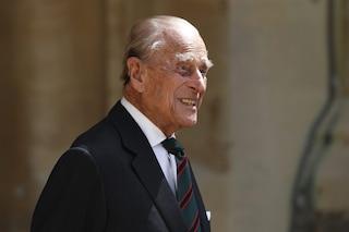 Il principe Filippo resta in ospedale, terza notte di ricovero per il marito della regina Elisabetta