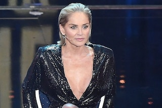"""Sharon Stone: """"Il chirurgo mi ha aumentato il seno senza avere il mio consenso"""""""