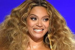 Beyoncé rapinata, i ladri le rubano un milione di dollari in borse e abiti