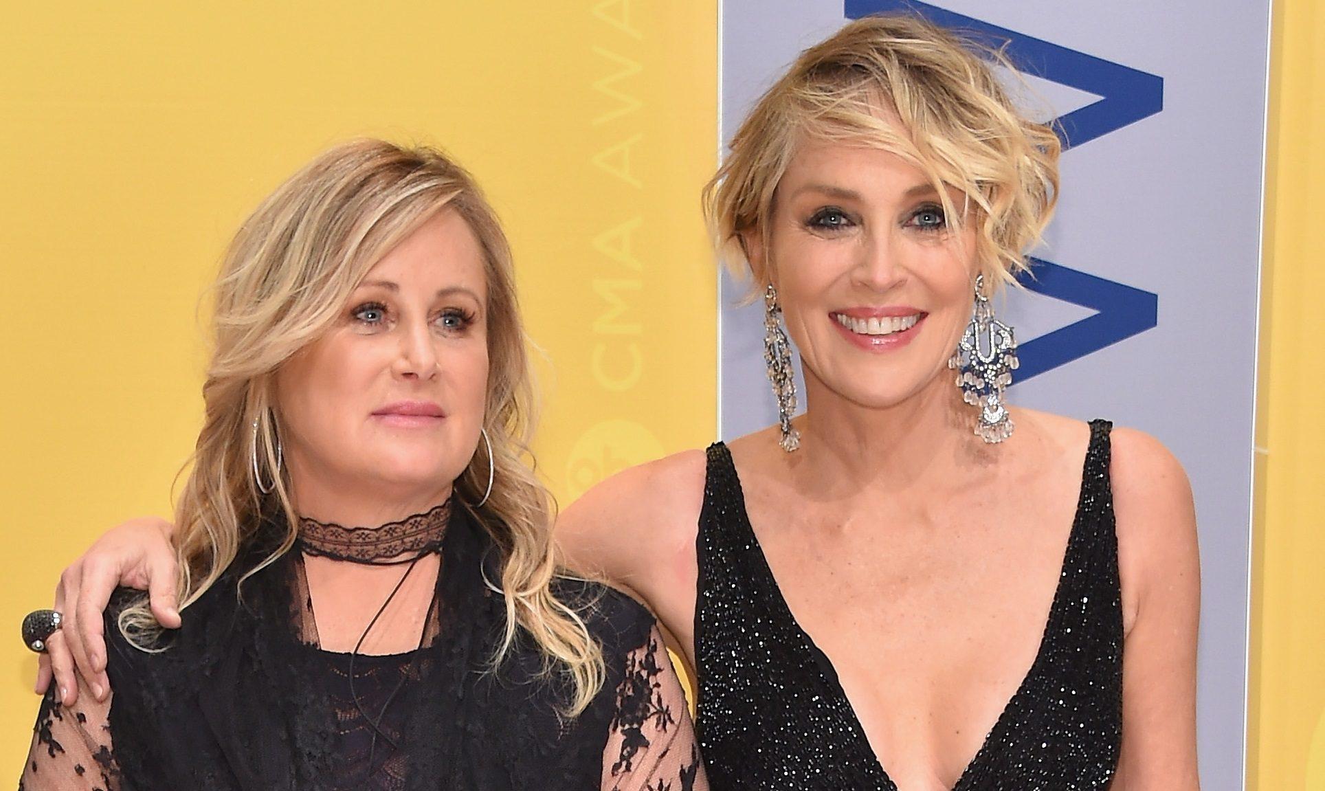 Sharon Stone con la sorella Kelly