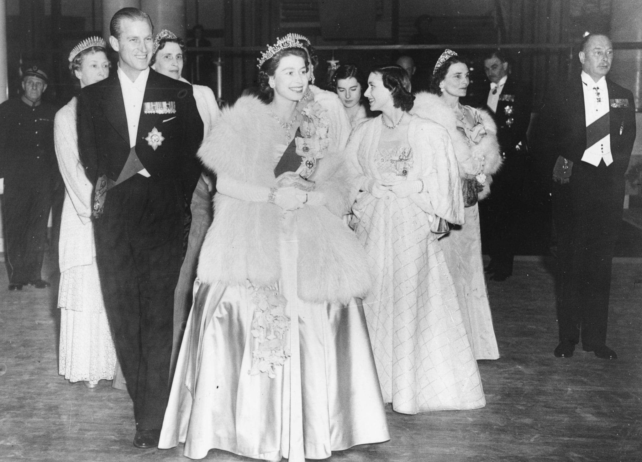 Elisabetta, sovrana d'Inghilterra, e il duca Filippo di Edimburgo in una foto del 1951