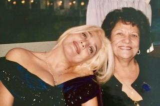 """Mara Venier e la madre morta di Alzheimer: """"Fino al 2020 non sono riuscita a guardare le sue foto"""""""