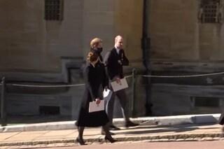 William e Harry camminano insieme dopo i funerali di Filippo, in un video i primi segnali di pace