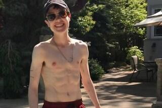 La prima foto in costume di Elliot Page dopo l'intervento di rimozione del seno