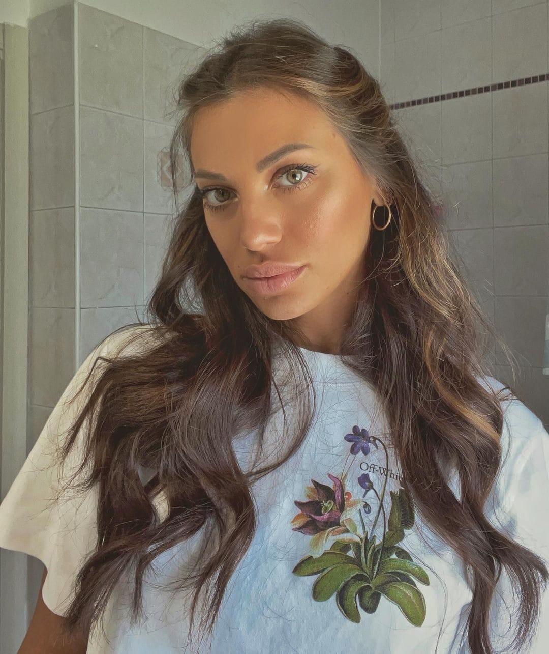 Arianna Mora