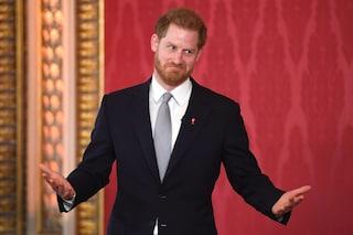 """Il Principe Harry ha scritto un memoriale: """"Racconto la mia verità"""", agitazione nella Royal Family"""