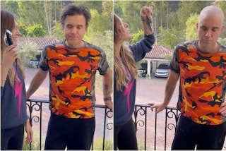 Robbie Williams si fa rasare a zero i capelli dalla moglie Ayda Field: ecco il video