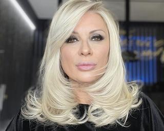 Tina Cipollari bendata dopo un incidente, cosa è successo all'opinionista