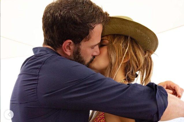 Jennifer Lopez nella prima foto sui social con Ben Affleck: il ritorno di fiamma è ufficiale