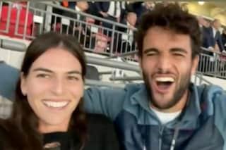 Matteo Berrettini e la fidanzata Ajla Tomljanović esultano per la vittoria dell'Italia agli Europei