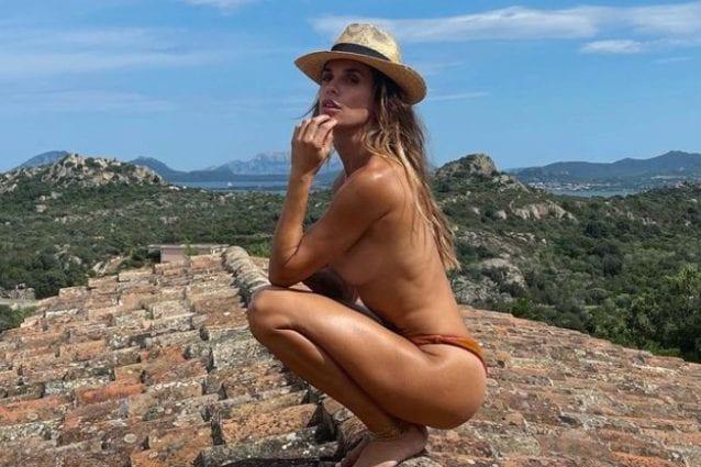"""Elisabetta Canalis, la foto in topless sul tetto è una sfida vinta: """"Ci provavo dall'estate scorsa"""""""