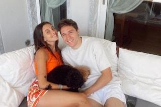Le vacanze di Federico Chiesa dopo gli Europei, l'attaccante con la fidanzata in Versilia