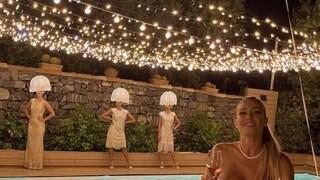 """Donne lampadario al compleanno di Diletta Leotta, l'organizzatore: """"Erano dee della luce"""""""