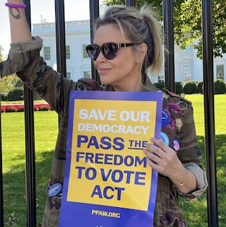 Alyssa Milano arrestata durante le proteste alla Casa Bianca per il diritto al voto
