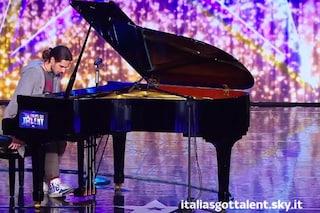 Mitja il ragazzo stralunato che incanta Italia's Got Talent suonando il piano (VIDEO)