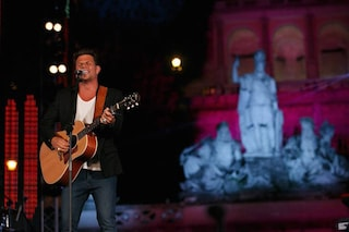 """Coca Cola Summer Festival, Enrico Nigiotti divide il pubblico: da """"Chi è?"""" a """"Lo amo"""""""