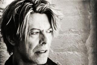 La tv ricorda David Bowie, come cambia la programmazione