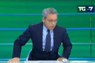 Malore in diretta per Enrico Mentana al Tg: senza fiato, è costretto a saltare i titoli