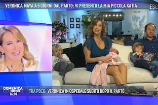 """Veronica Maya a 5 giorni dal parto presenta Katia in tv: """"È stato bellissimo"""""""