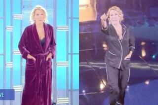 Barbara D'Urso e la provocazione della vestaglia dopo l'abito pigiama