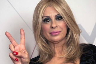 Tina Cipollari compie 20 anni a Uomini e Donne, da corteggiatrice a opinionista