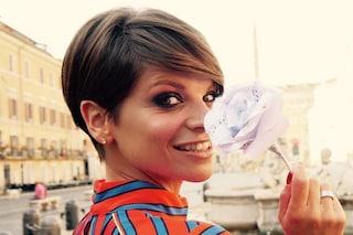 Alessandra Amoroso per la prima volta da super ospite a Sanremo: la cantante si emoziona sul palco