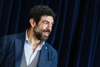 Pierfrancesco Favino a Sanremo 2018 con Claudio Baglioni e Michelle Hunziker