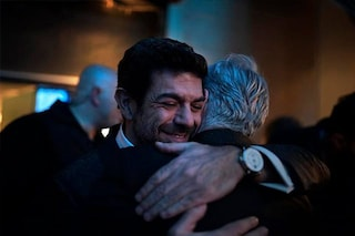 """Pierfrancesco Favino abbraccia Baglioni: """"In questo abbraccio tutta la mia gratitudine"""""""
